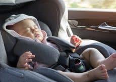 Baby vervoeren in auto maxi cosi