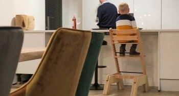 Een verhoogde Tripptrapp stoel met boosterme
