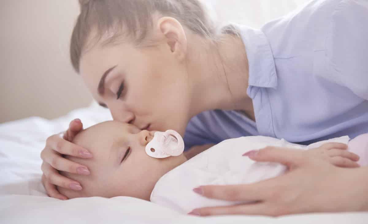Eenkennigheid en verlatingsangst baby