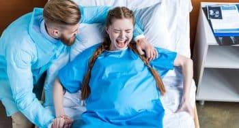 Hoelang mag het persen bij een bevalling duren