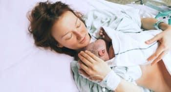 In bed blijven na de bevalling
