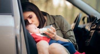 Tips bij babyvoeding meenemen voor voeden onderweg