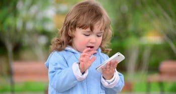 Vanaf welke leeftijd geef je een kind een mobiele telefoon