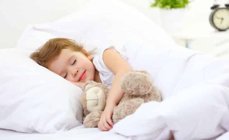 Wanneer mag kind of peuter met kussen slapen