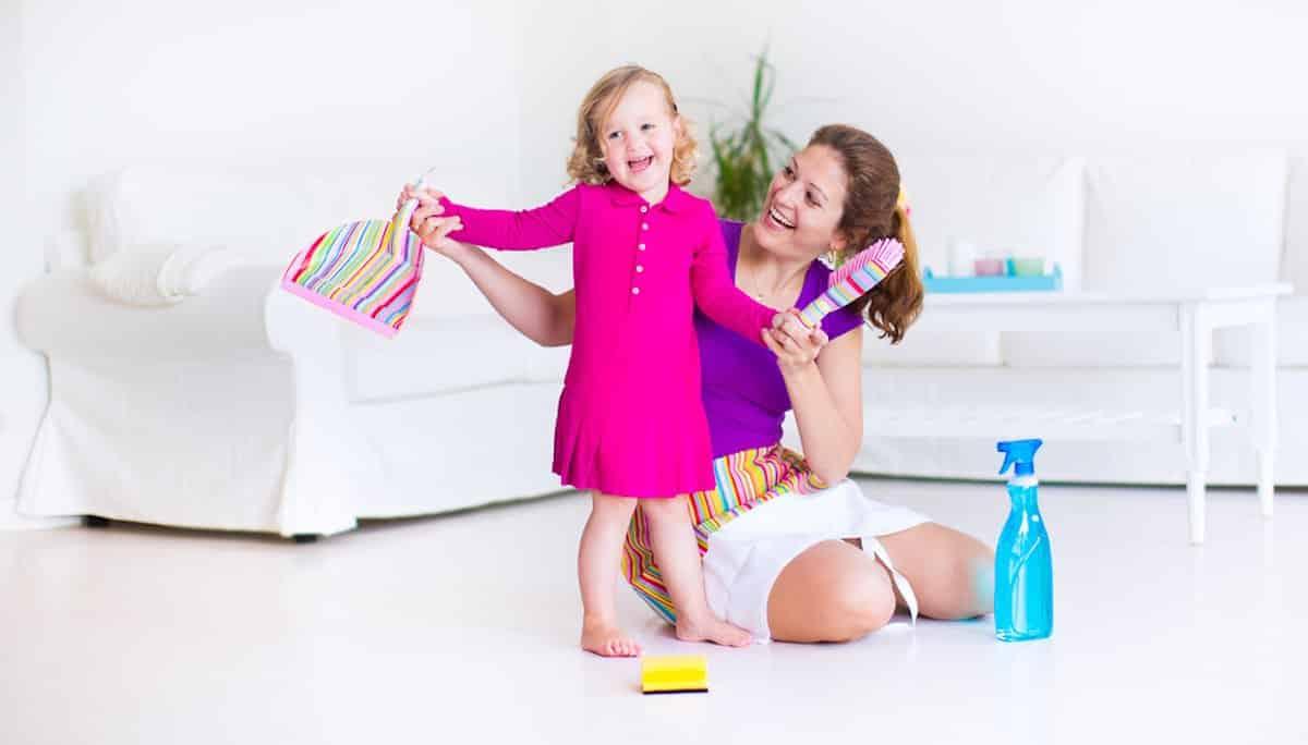 Welke huishoudelijke klusjes kan je samen met je peuter doen