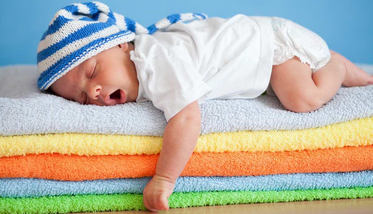 baby doorslapen of wakker maken