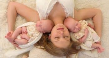 baby eerste weken ontwikkeling slapen voeding