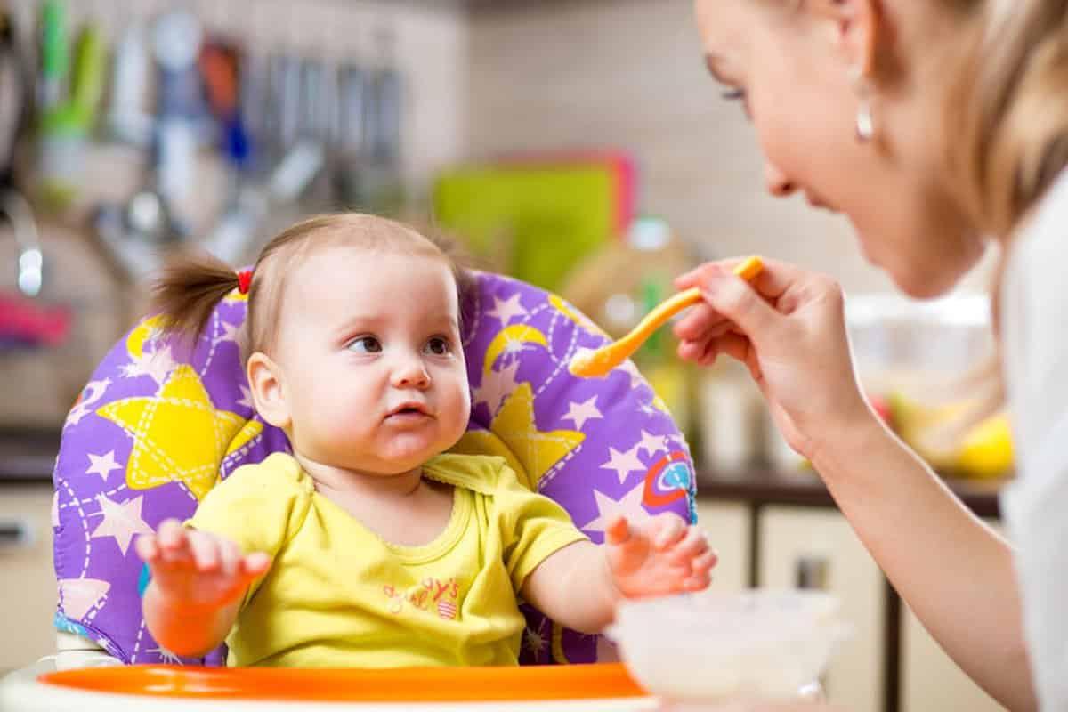 eerste baby hapjes eetopvoeding begint nu