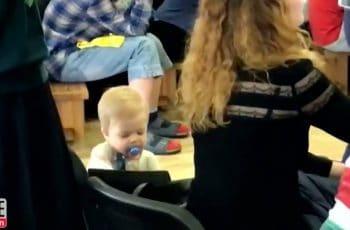 baby steelt van moeder
