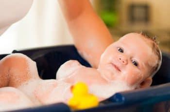 baby in bad doen waar op letten