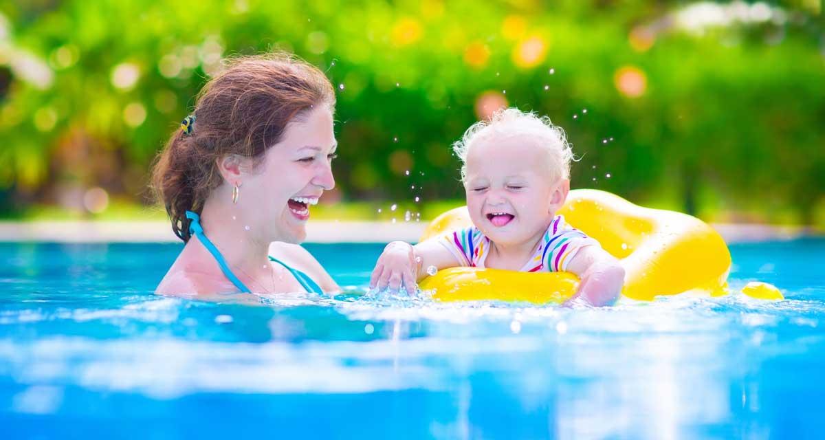 babyzwemmen met drijvers