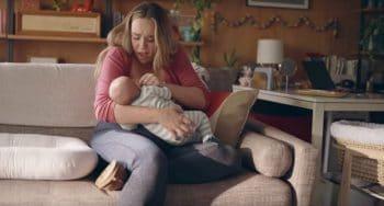 commercial frida mom hoe borstvoeding geven echt is