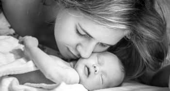 dingen die elke moeder gaat doen na de bevalling