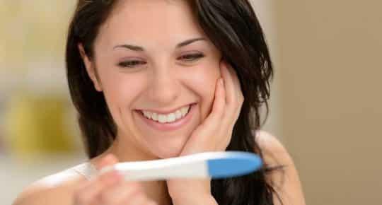 eigengemaakte zwangerschapstest met tandpasta