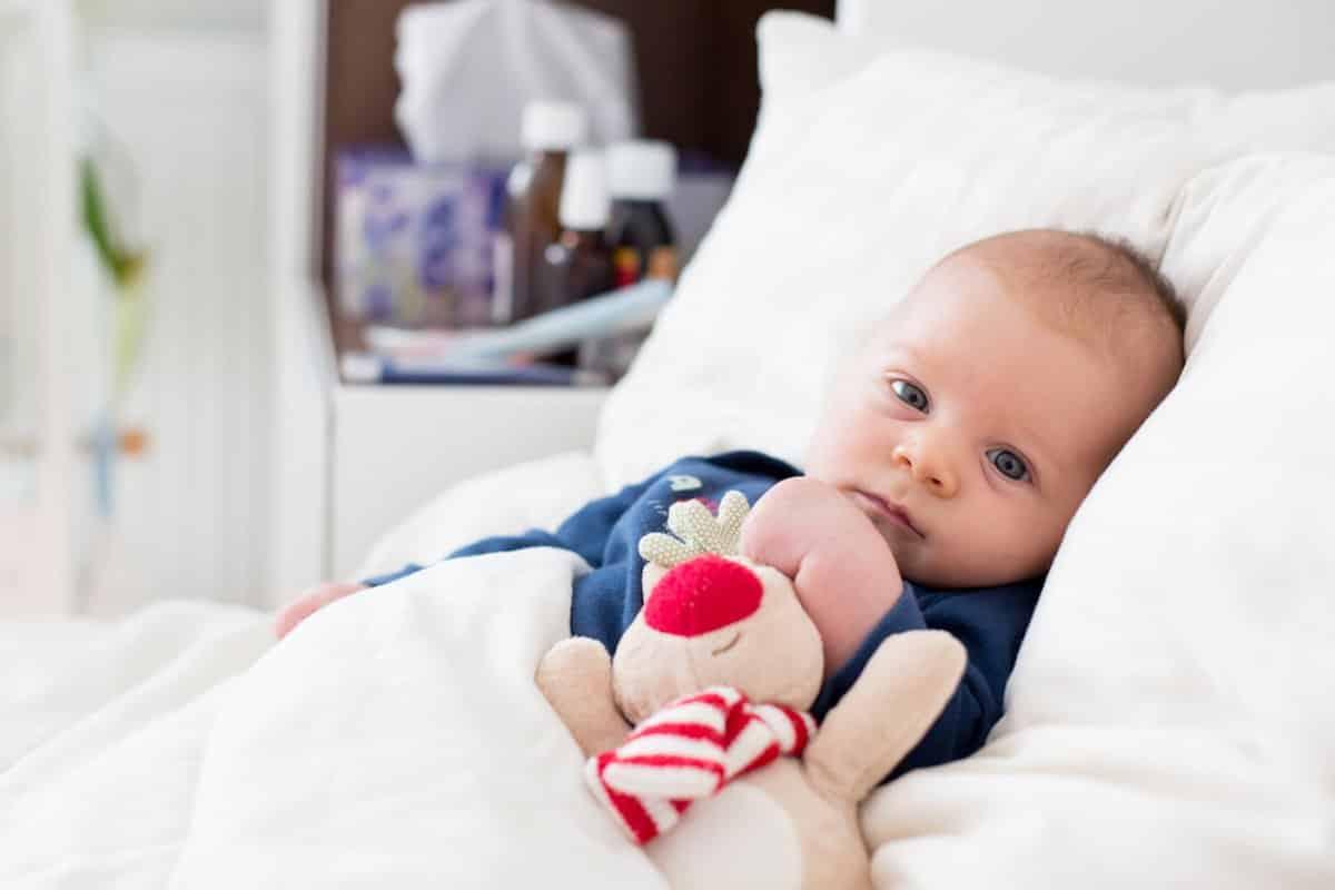 hoe baby aankleden bij koorts