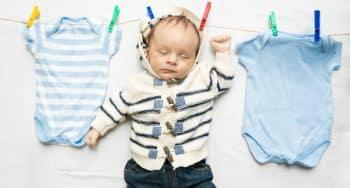 hoe babykleertjes wassen en drogen