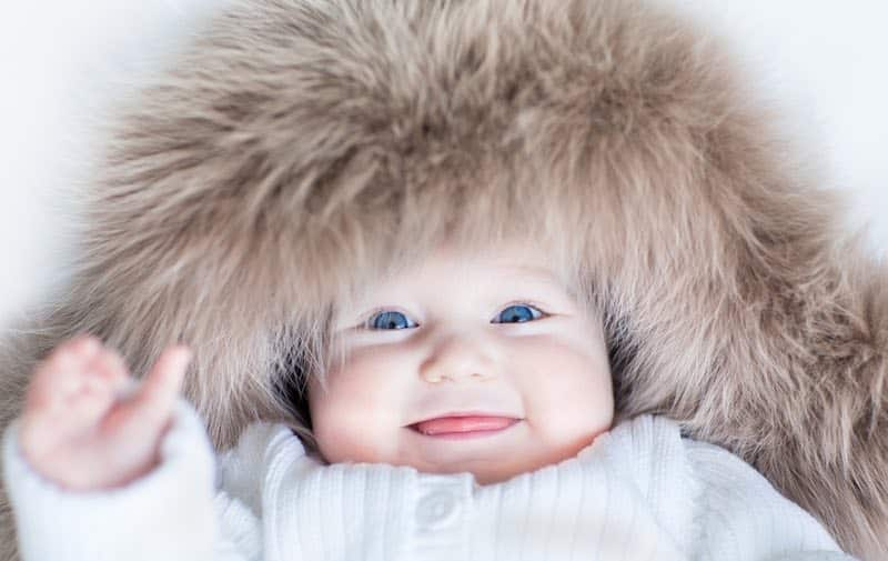 hoe kleed je baby aan in winter binnen en buiten