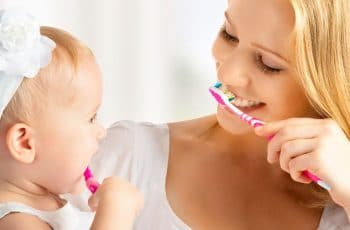 baby tanden poetsen