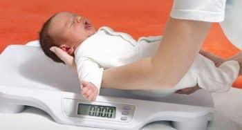 hoe vaak pasgeboren baby wegen