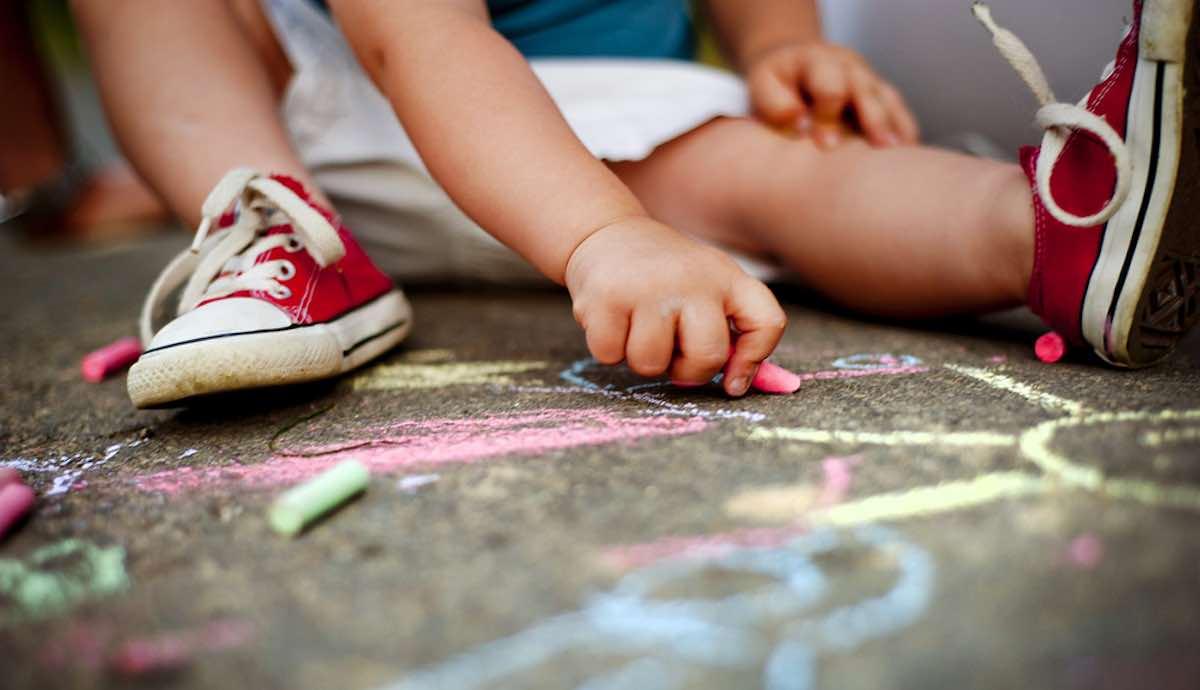 ideeen voor tijdloze spelletjes om kind te vermaken