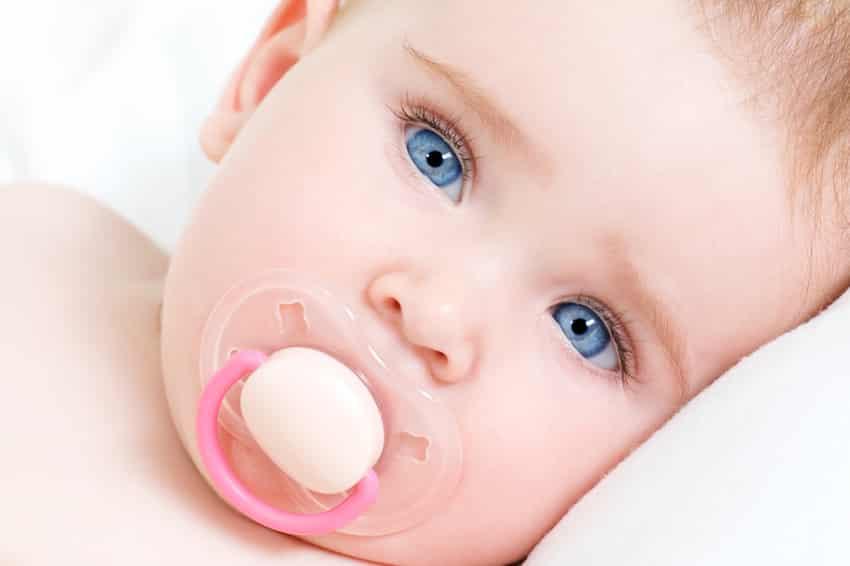 kleur ogen baby bij geboorte