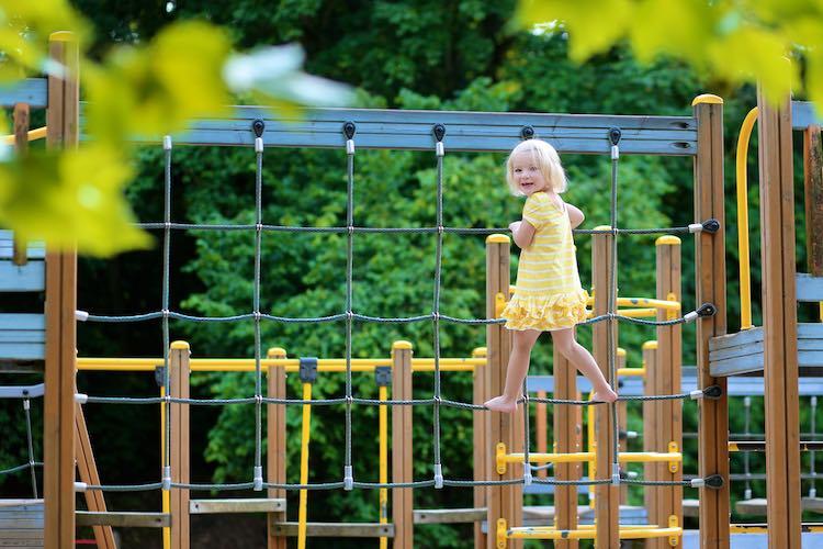 leuke buitenspeeltuinen voor kleine kinderen