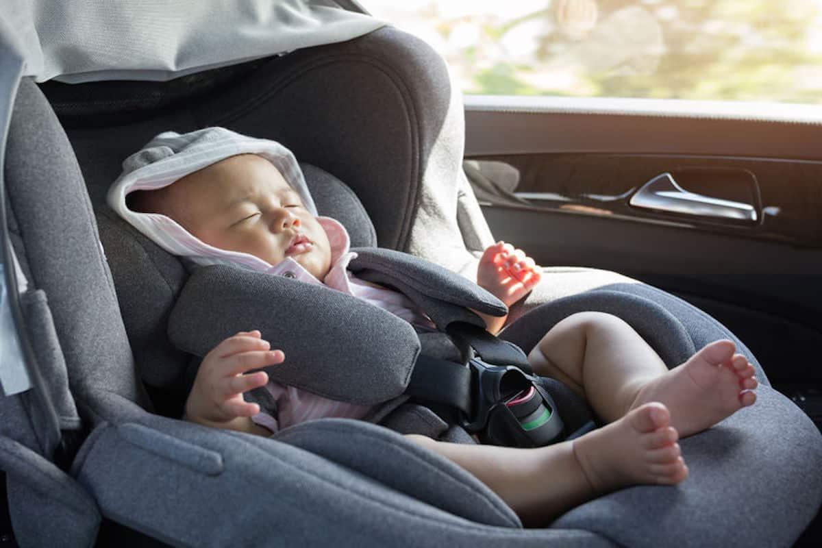 Veilig met de auto naar huis vanuit het ziekenhuis na de bevalling