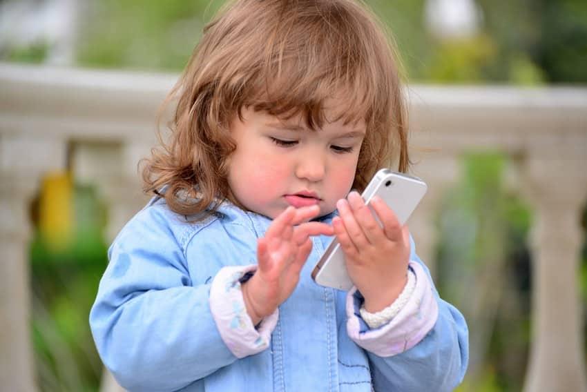 nadelen kind een mobiele telefoon geven