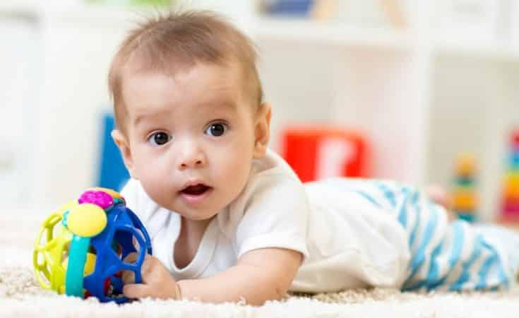 ontwikkeling baby 7 maanden oud stimuleren