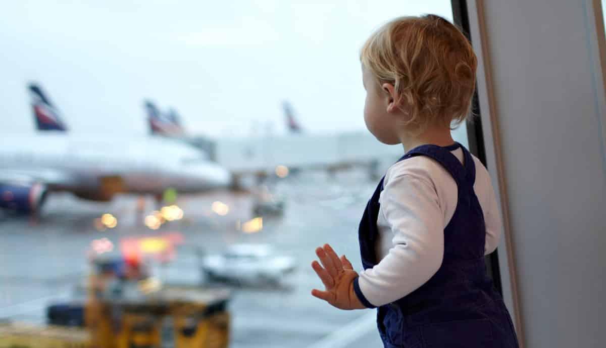 regels autostoeltje in het vliegtuig op vakantie