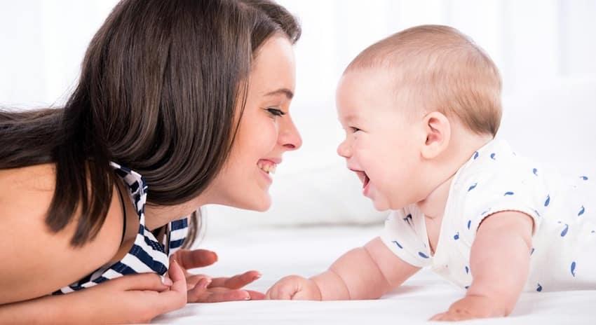 leuk om te doen met baby 7 maanden buikje leggen