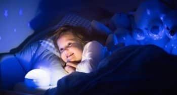 sterrenhemel in de kamer van je kind met beste sterrenprojector