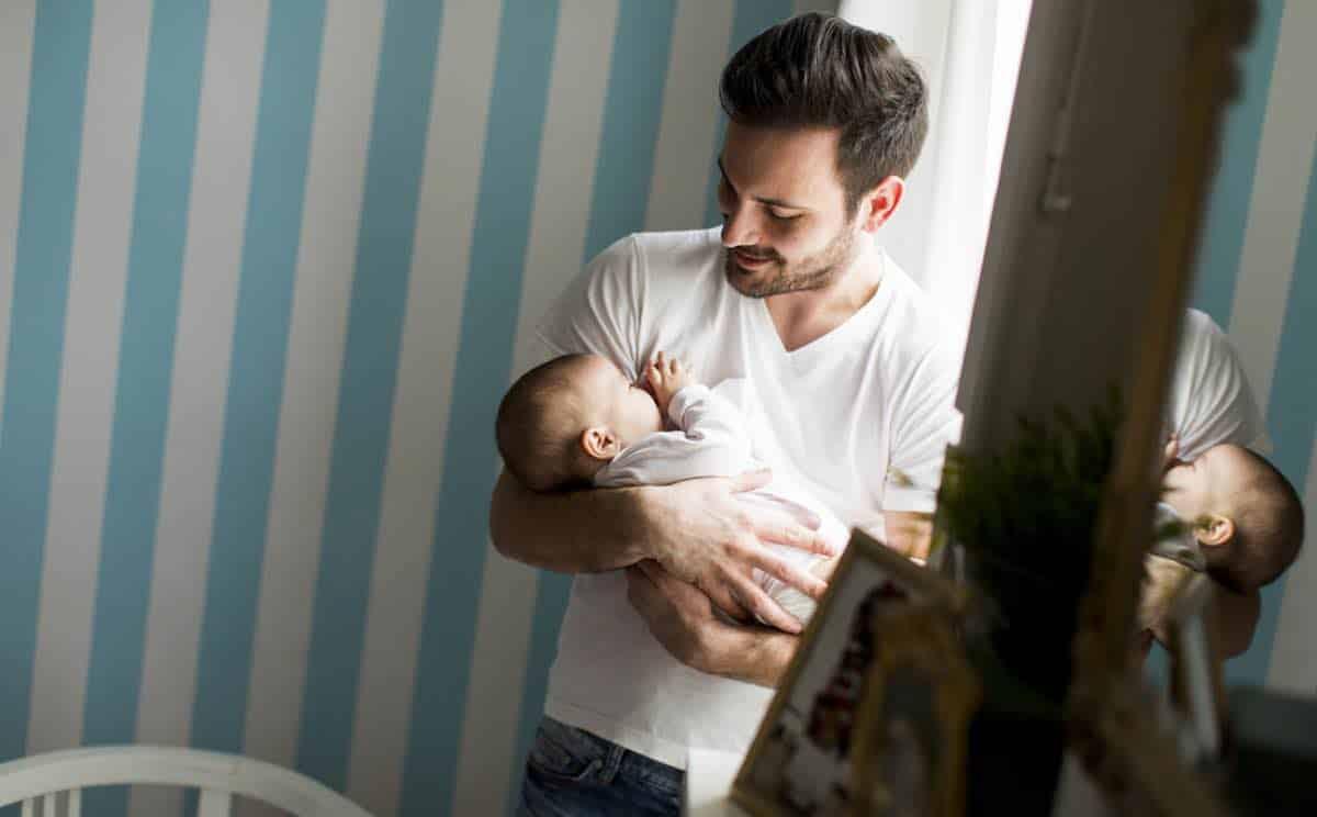 tip voor vaders de zorg voor newborn is zwaar