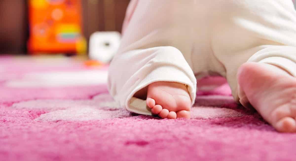 tips en oefeningen baby leren kruipen