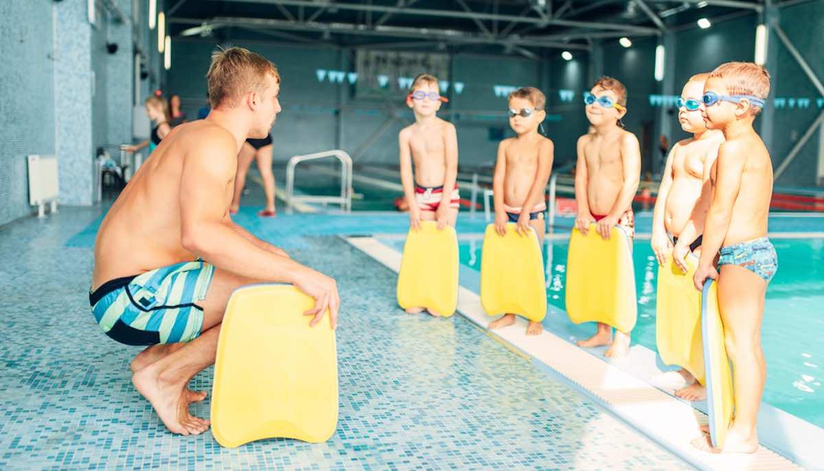 tips om zwemlessen van kind leuker te maken