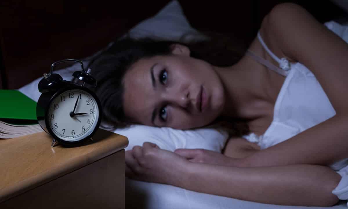 trucje om binnen 1 minuut in slaap te vallen