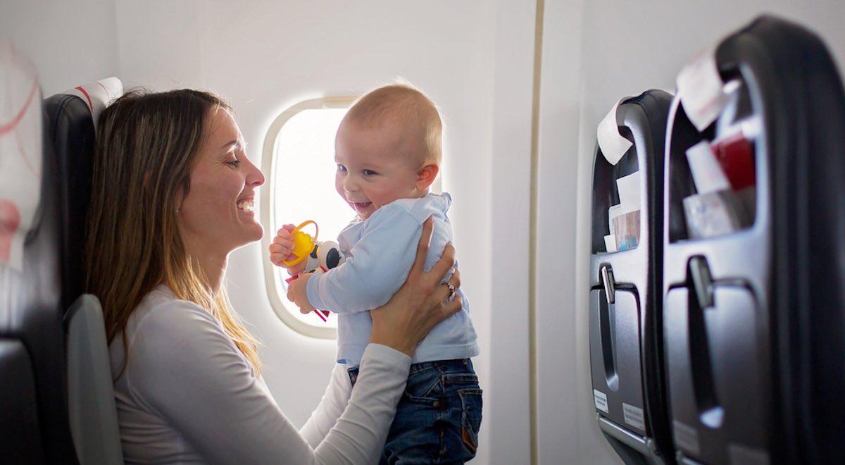 Wanneer Baby In Eetstoel.Tips Voor Vliegen Met Een Baby Vanaf Wanneer En Wat Neem