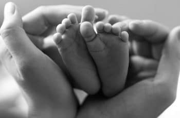 waarom overlijdt een baby in baarmoeder doodgeboorte