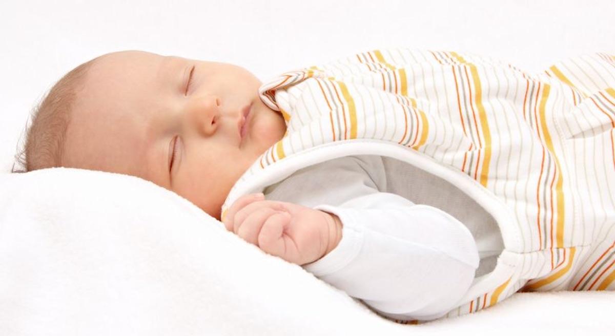 Veilig slapen van je baby: De richtlijnen om wiegendood te