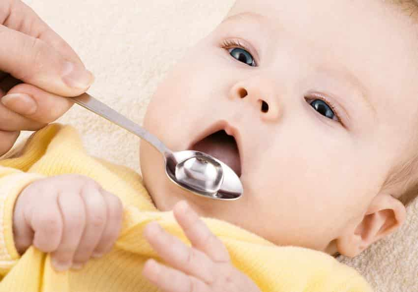 wat kan je doen bij overgeven baby