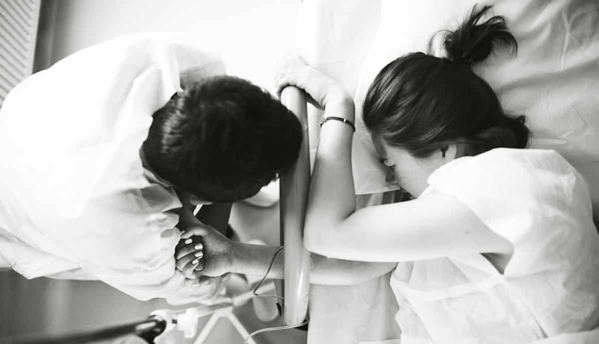 wat kan je partner doen om te helpen bevalling
