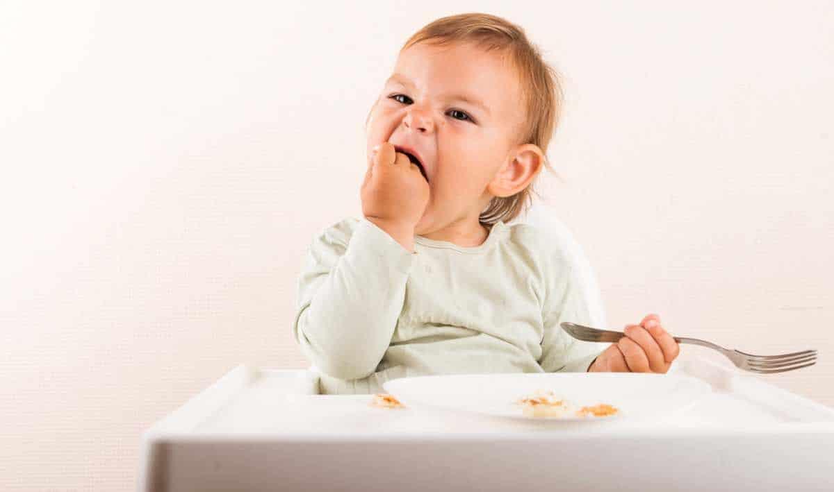 wat te doen als baby zich verslikt